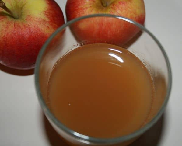 Apple Juice: Natural Remedy for Dandruff and Makes Hair Super Soft & Shiny