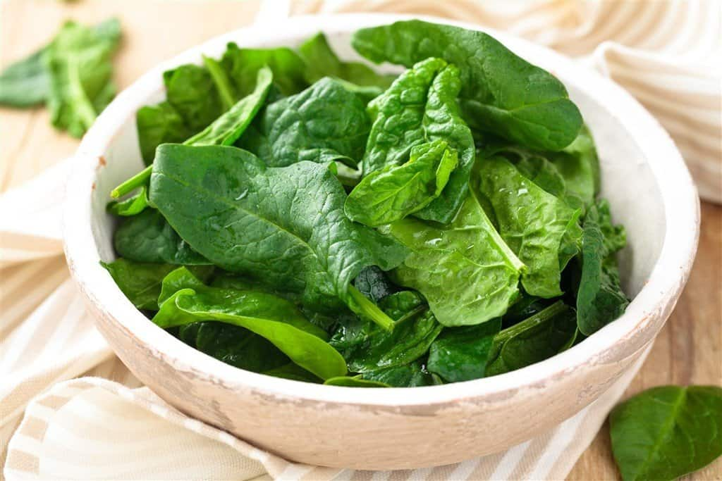 Spinach in a bowl: ways to increase iron levels